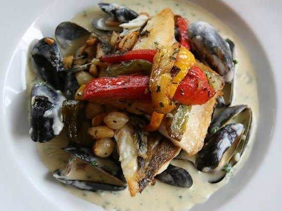 The Charles Dickens Copperfields Restaurant & Bar: Sea Bass