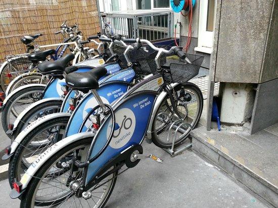 Five Elements Hostel Frankfurt: bikes for rent