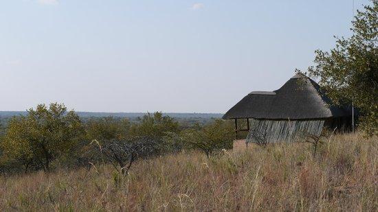 Zwahili Private Game Lodge & Spa: Outside lodge