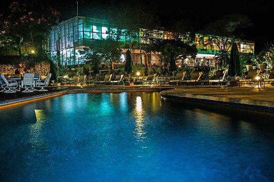 Unique Garden Hotel & Spa | Piscina 4 Estações