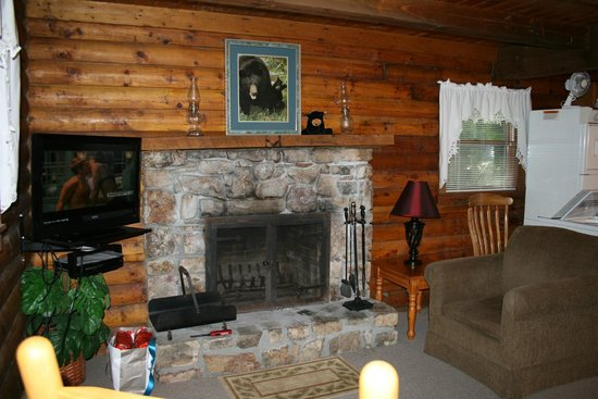 Willow Valley Resort: Fireplace