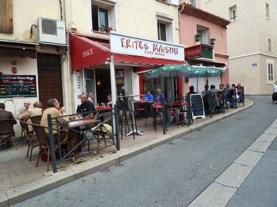 Hotel Provencal: Restaurant seen from Street