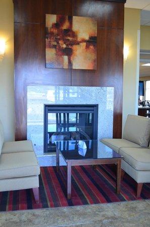 SureStay Hotel by Best Western Tehachapi: Fireplace- Lobby