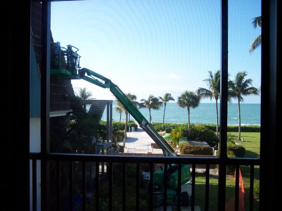 Sundial Beach Resort & Spa: PEEK-A-VIEW