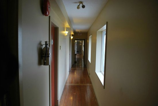 Mayne Island Resort: The spooky old school hallway