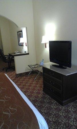 Comfort Suites Milledgeville : King Bed Suite