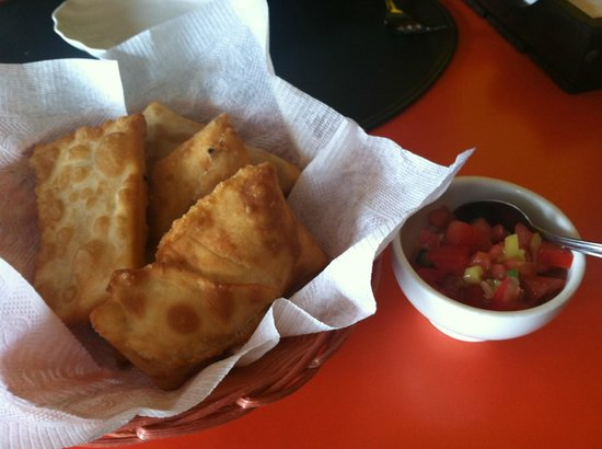Hetu U: fried dough with salsa