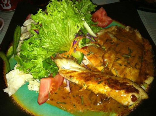 Makona Restaurant : makona fish with 5 pepper sauce