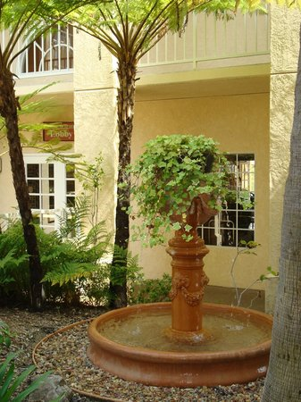 Radisson Hotel San Diego - Rancho Bernardo: Scenes around the hotel.