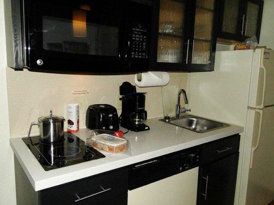 Candlewood Suites Parsippany - Morris Plains : Kitchen Area
