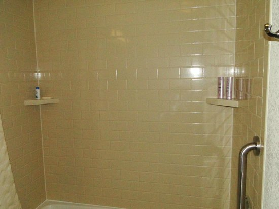 Candlewood Suites Parsippany - Morris Plains: Clean & Modern bathroom is also aesthetically appealing