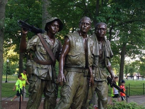 Vietnam Veterans Memorial : Add a caption