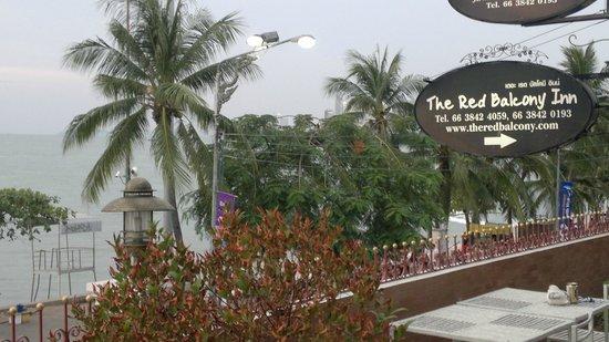 The Red Balcony Inn: terrasse