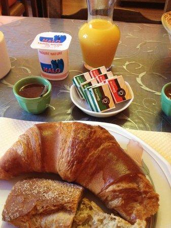 Hotel de La Tour de L'Horloge: Breakfast