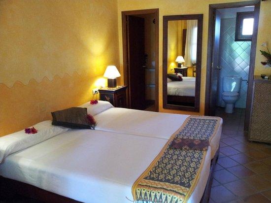 Photo of 100% Fun Tarifa Hotel