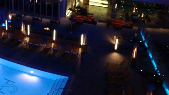 Shore Hotel: Pool at night