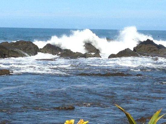 Costa Paraiso : Strong Wave Action