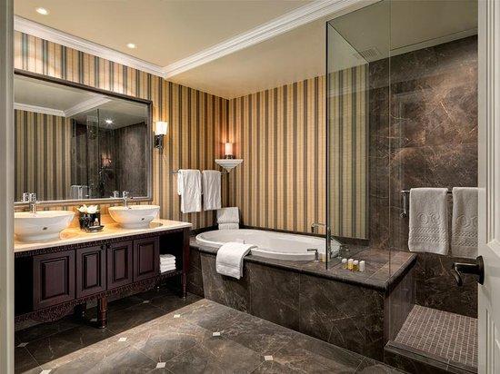 Oak Bay Beach Hotel: Spa Inspired Bathrooms