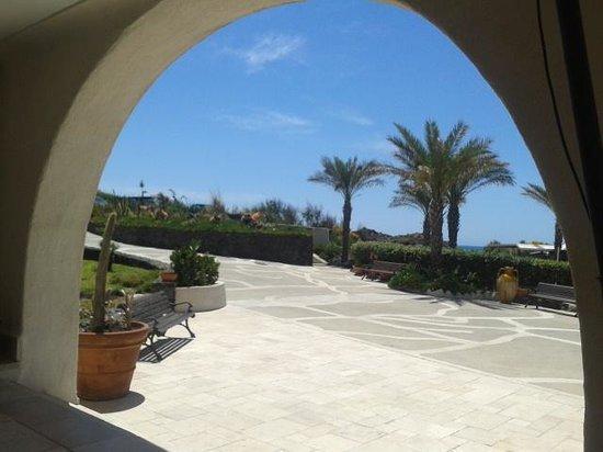 Therasia Resort: Hotel entrance