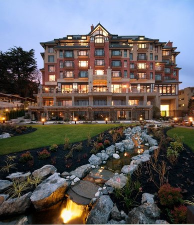 Oak Bay Beach Hotel: View of the hotel from the pools