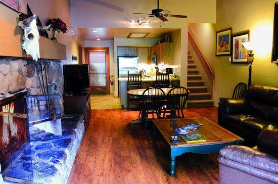 Junipine Resort : Spacious living area