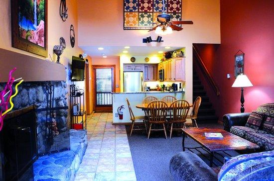 جونيباين ريزورت: Full size living room weather you rent 1 or 2 bedrooms
