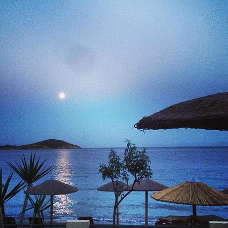 Angeliki Beach Hotel: fullmoon view
