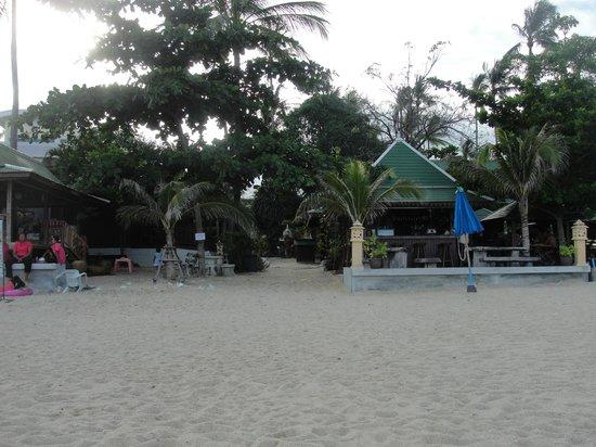 Lamai Coconut Beach Resort: vista dalla spiaggia