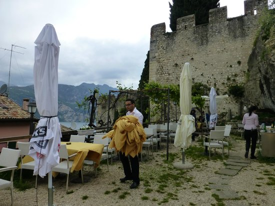 Ristorante Paradiso Perduto: Views of lake and castle from upper terrace (preparing for a storm)