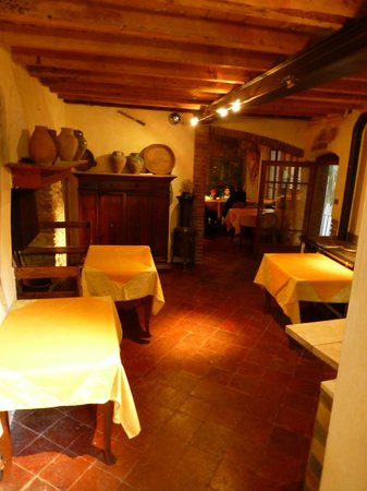 Ristorante Paradiso Perduto: Upstairs rooms (the pictures do not accuately reflect the warm,rustic, homey feel)