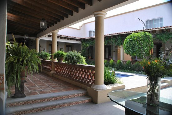 Hotel Boutique La Granja: Lovely courtyards and terraces