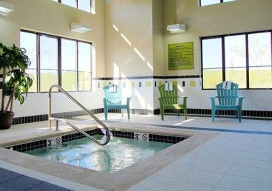 Comfort Inn-Kansas City Airport: Hot Tub