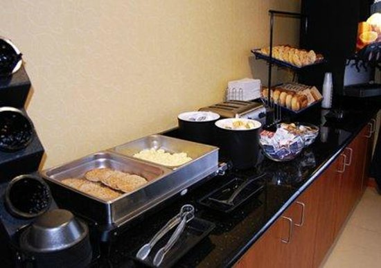 Comfort Inn-Kansas City Airport : Complimentary Hot Breakfast