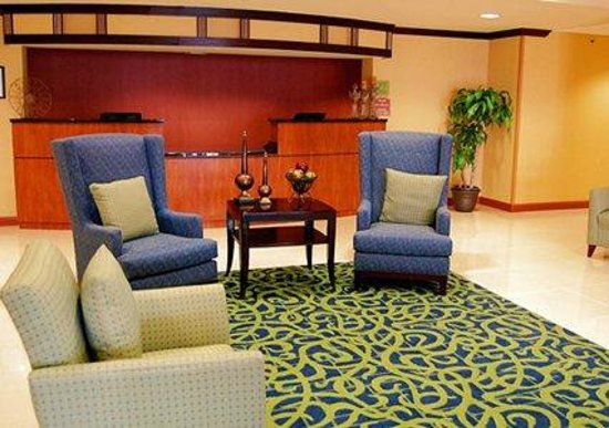 Comfort Inn-Kansas City Airport : Lobby Area