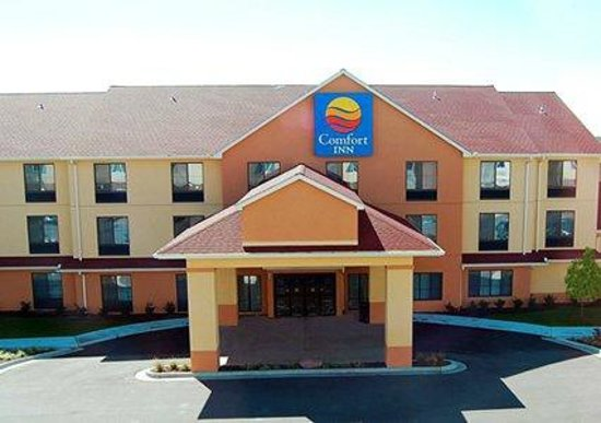 Comfort Inn-Kansas City Airport : Outside Front View