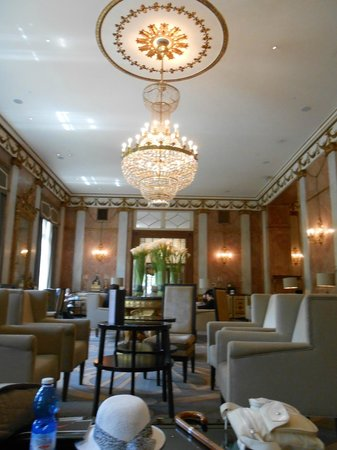 The Westin Excelsior, Rome: Sitting Area near Foyer