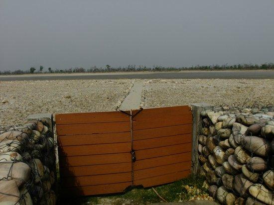 Aalia Resort: Proximity to the river