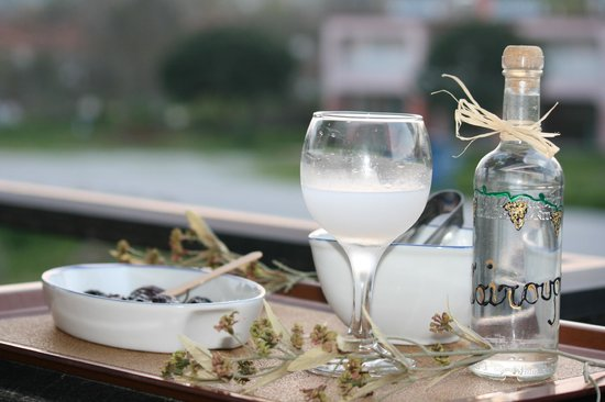 Athina Hotel: Tsipouro(the greek grappa)