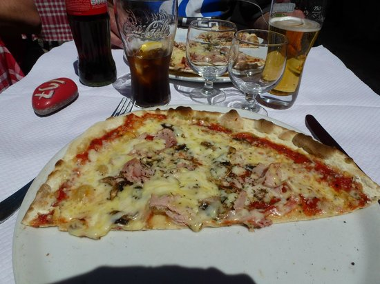 La Claire Fontaine : Good traditional thin crust pizza