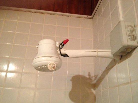 Costa Paraiso : Suicide Shower Head
