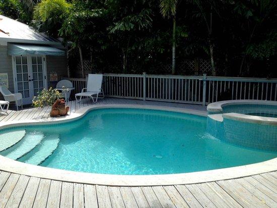 Villas Key West: Pool area; nice size, warm water, quiet setting—LOVE!