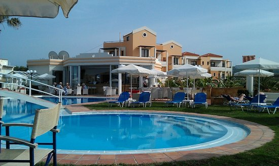 Mike Hotel & Apartments: pool bar
