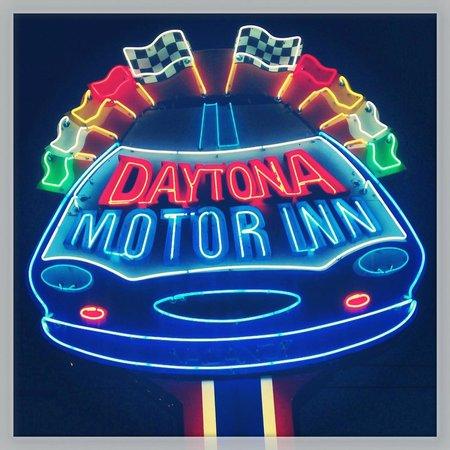 Daytona Inn: Cute retro neon sign. Very Wildwood.