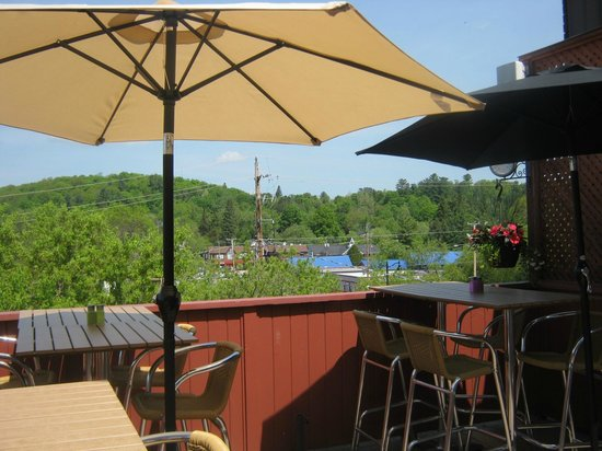 McKecks Tap & Grill : Rooftop Smoke-free Patio