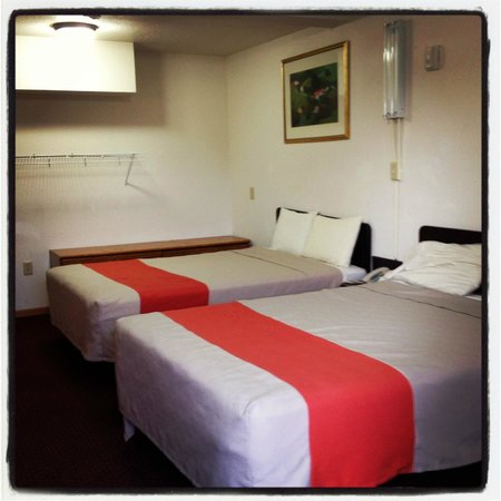 Motel 6 Oshkosh: Beds