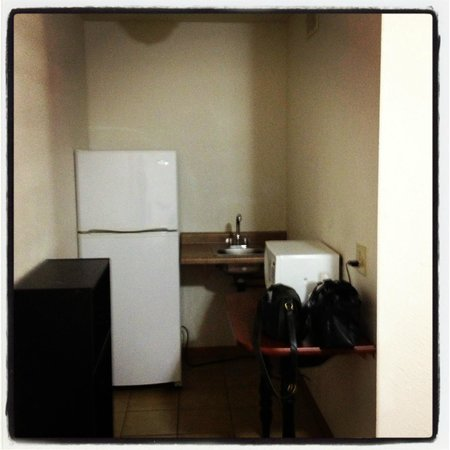 Motel 6 Oshkosh: Kitchenette