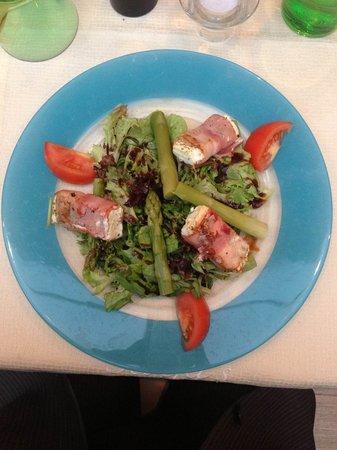 Gasthof Hotel Mayr-Stockinger: Der Salat mit Käse und Spargel.