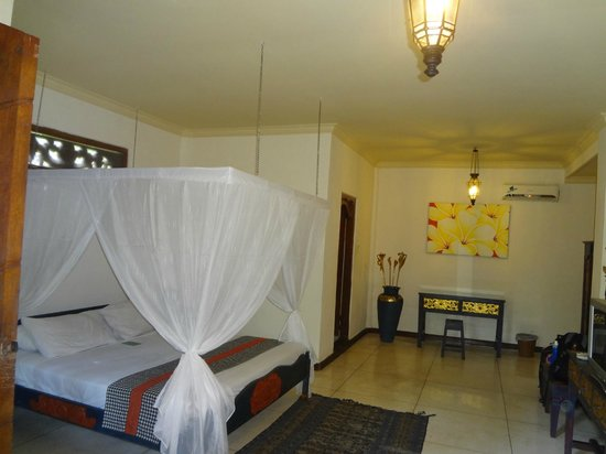 Hotel Puri Cendana: Lot of space