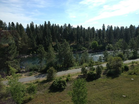 Oxford Suites Spokane Valley: Great view from north side rooms