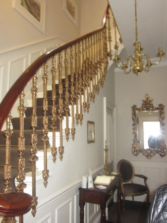 Highfield Guest House: Stairs to second floor